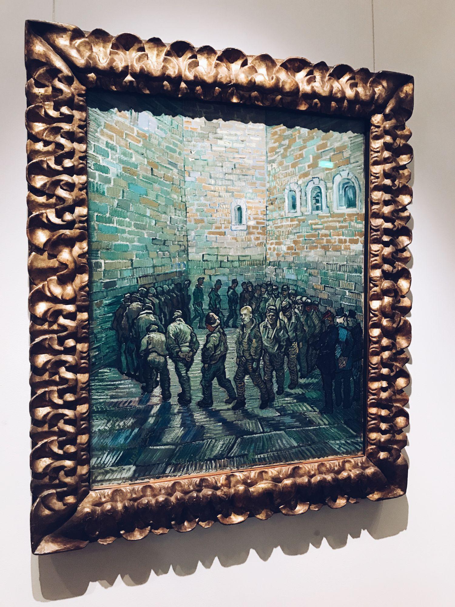 Прогулка заключенных картина Ван Гога